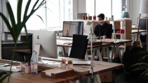 【辦公桌擺設】讓專家來教你,5個步驟讓你的辦公桌更符合人體工學