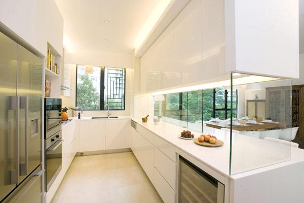 【半開放式廚房】想要歐美寬敞的開放式廚房,但又怕油煙問題嗎?這樣設計,讓你免於油煙困擾又能擁有開放明亮的廚房